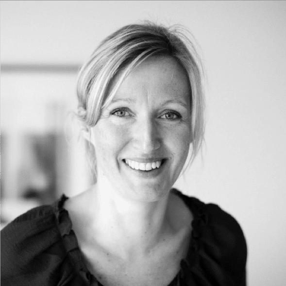 Viktoria är en av de absoluta pionjärerna inom Talent Management i Sverige. Hon har sen slutet på 90-talet arbetat i gränslandet rekrytering, kommunikation och processutveckling. I rollen som rådgivare, projektledare och HR-chef har Viktoria skapat talang- och karriärplattformar, tagit fram rekryteringsstrategier samt massa annat. Om någon av oss fastnar i en fråga, då är det hon man vänder sig till.
